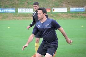 Nicolas Stübi, le véritable couteau suisse du FC Donneloye, très concentré à l'entraînement. ©Carole Alkabes