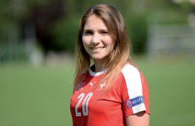 Sandrine Mauron passe quelques jours dans le village de son enfance, Valeyres-sous-Montagny. On l'a rencontrée aux Tuileries-de- Grandson, là où la n° 20 de l'équipe de Suisse, aujourd'hui 20 ans, a commencé le football. ©Michel Duperrex
