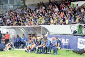 Les supporters de Fenerbahçe n'ont pas manqué le déplacement du Stade Municipal, lundi. ©Michel Duvoisin