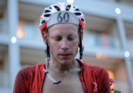 Jonas Goy a franchi la ligne d'arrivée épuisé et ému. ©Lian van Leeuwen