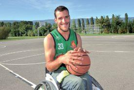 Laurent Jäggi a découvert le basket de sa chaise. Il en a fait sa discipline de prédilection. ©Carole Alkabes