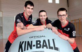 Rafaël Rochat, Philomène Vuffray et Aurélien Clerc (de g. À dr.), l'atout jeunesse de l'équipe de Suisse de kin-ball. ©Michel Duperrex