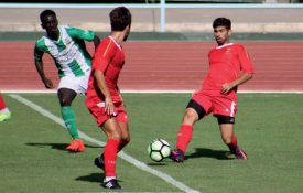 Le jeune Grandsonnois Théo Reymond exerce ses talents de footballeur en 3 e division portugaise depuis l'été. ©DR