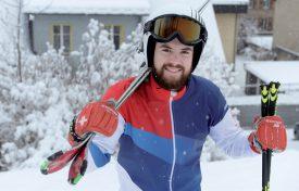 Bryan Zooler s'amuse comme un fou dans la neige tombée la semaine passée à la Vallée. ©Michel Duperrex