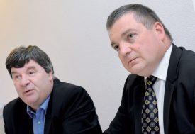 Jean-Daniel Carrard (à g.), syndic d'Yverdon-les-Bains, et Jean Christophe Gostanian, directeur de Kindercity, ont signé le permis de construire en avril 2017. ©Alkabes-a