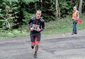 Ancien footballeur régional au sens du but aiguisé, le Grandsonnois Cyril Jaccaud s'est reconverti à la course à pied... passant des talus à la montagne, en l'occurrence. Il a terminé au 111e rang, samedi dernier. ©Pierre Blanchard