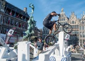 En Coupe du monde, le cadre est parfois idyllique pour Jérôme Chapuis et les autres trialistes. Comme ici en pleine ville d'Anvers, en Belgique. ©Fabiola Chapuis / Duperrex-a