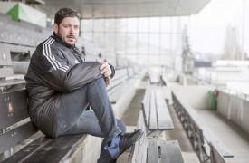 «C'est vide ! Avant, il y avait quasi 2000 personnes à chaque match», a lâché Leandro, au moment de s'asseoir dans la tribune du Stade Municipal. ©Simon Gabioud