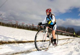 Prisca Jaquet, 11 ans et pas peur de rouler dans la neige et le froid. © Sylvie Jaquet