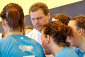Alain Groux, l'emblématique entraîneur des volleyeuses yverdonnoises, croit au potentiel de la génération qu'il dirige actuellement. © Duperrex -a