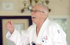 Eric Hänni a conté son parcours devant les membres du Judo-Kwai, dont de jeunes fans (ci-dessous).
