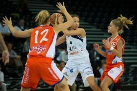 Tiffanie Zali (au centre) et les Elfes fribourgeoises ont remporté le droit de jouer la finale du championnat de LNA cette saison en écartant Fizzy Riva Basket trois matches à un en demi-finale.