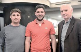 Albino Bencivenga (à g.), fidèle «lieutenant» de Leandro à Yverdon Sport, et Christian Morgenegg, également ancienne gloire d'YS. ©Michel Duvoisin