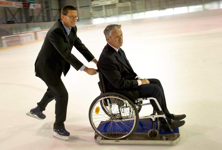 Profiter de la glace en chaise roulante la r gion for Basketball en chaise roulante
