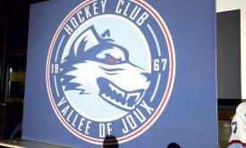 Le club a présenté son nouveau logo, au visage de loup. ©Michel Duvoisin