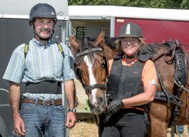 La Vallorbière Sylvie Mayor Sommer pose avec son passager et son cheval. ©Champi