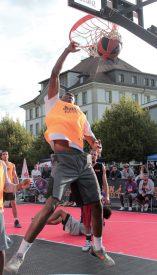 Point d'orgue de la journée, le tournoi de basket 3x3 offrira à son vainqueur une place pour participer au World Tour, qui passera par Lausanne, le 25 août prochain. ©Urban Project