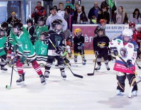 Les enfants de 4 à 12 ans ont répondu présent à la patinoire d'Yverdon-les-Bains. Ils ont pu se tester sur différents postes mis en place pour l'occasion. ©Champi