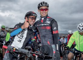 Le champion olympique Miguel Martinez (à g.) avec son élève Sun Xiaolong, au départ de La Favorite. ©Champi