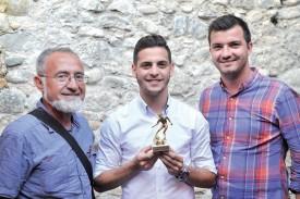 Renato Provenzano est le grand vainqueur des Briscars 2016. Le Grandsonnois est entouré du directeur de La Région, Isidore Raposo, et de Ludovic Herren, hôte de la cérémonie qui s'est déroulée à l'Hôtel du Lac, dans la Cité d'Othon. ©Michel Duperrex