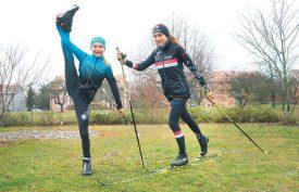 Emmenées par leurs parents, Ophélie Brandt (à g.) et Noélie ne comptent pas les kilomètres lorsqu'il s'agit d'aller s'entraîner à ski de fond. La neige ne tient jamais longtemps à Yvonand... ©Michel Duperrex