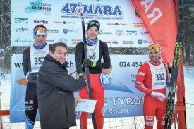 Pascal Broulis remet les prix aux fondeurs d'un des podiums. ©Carole Alkabes