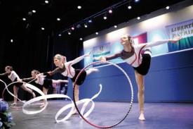Les membres de la sociétés des Amis-Gymnastes ont agrémenté la soirée de gala de leurs performances.