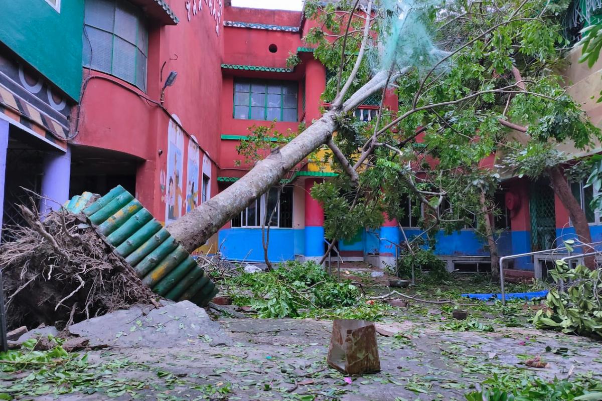 Le cyclone dévaste l'école de Paras Padma
