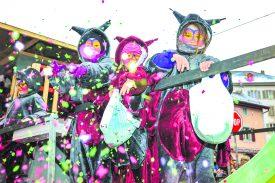 Le Carnaval, un moment plein de féerie pour toutes les générations.  Les plus jeunes s'en sont donné à cœur joie avec les confettis. ©Carole Alkabes