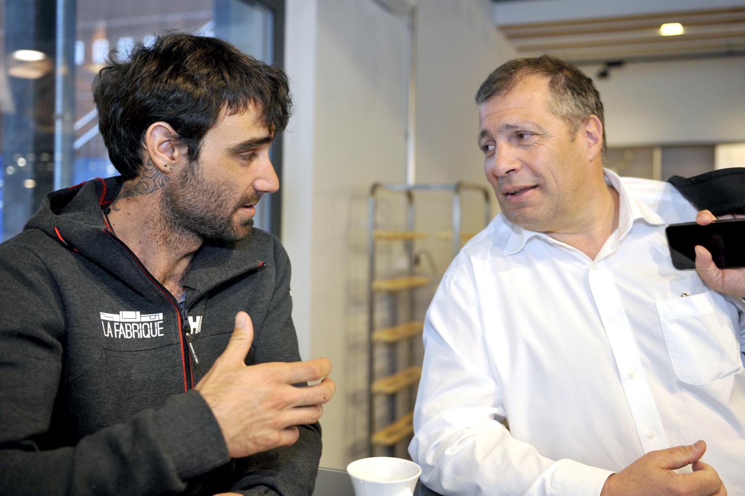 Alan Roura en compagnie du grand patron de La Fabrique Marc-André Cornu, avec qui il a passé cinq jours en mer. © Michel Duvoisin
