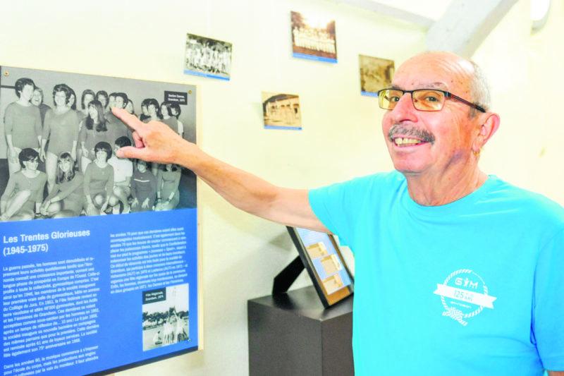 Jean Périllard, 73 ans, a repéré sa femme sur une photo de l'exposition datant de 1970. Une année gravée dans sa mémoire car lui et trois autres couples de la gym de Grandson se sont mariés. © Carole Alkabes