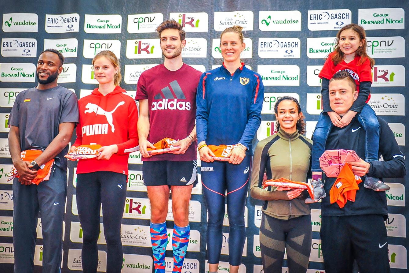 Les six médaillés ont revêtu leur survêtement avant de poser pour la photo du podium. Des têtes qu'on pourrait bien revoir l'an prochain. ©Carole Alkabes