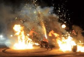 Un burn avec une moto, un cracheur de feu et quelques vésuves, et le spectacle est assuré. @Michel Duperrex